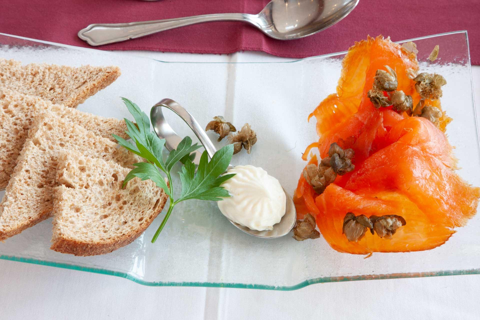 web-1Z6E9075 salmon dish