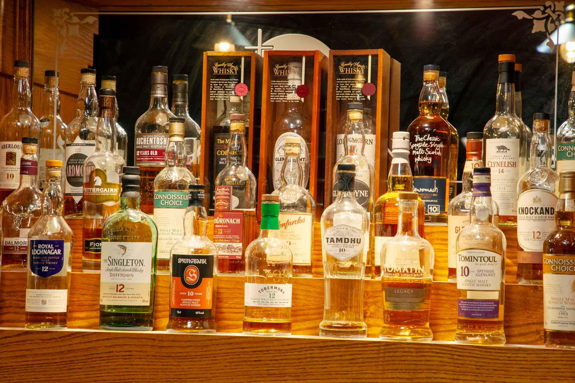 web-1Z6E9199 whisky display