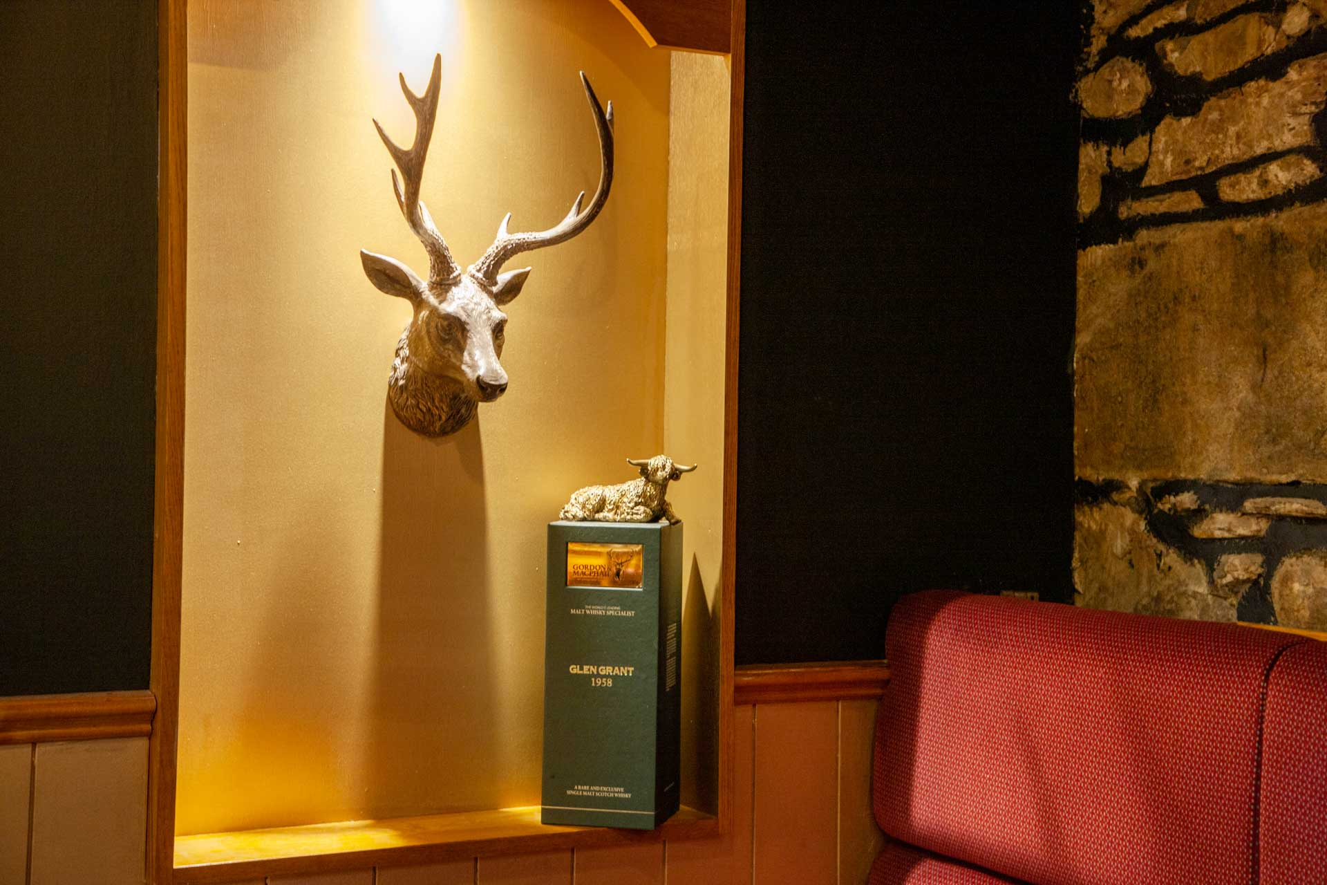 web-1Z6E9207 Lounge Bar insert