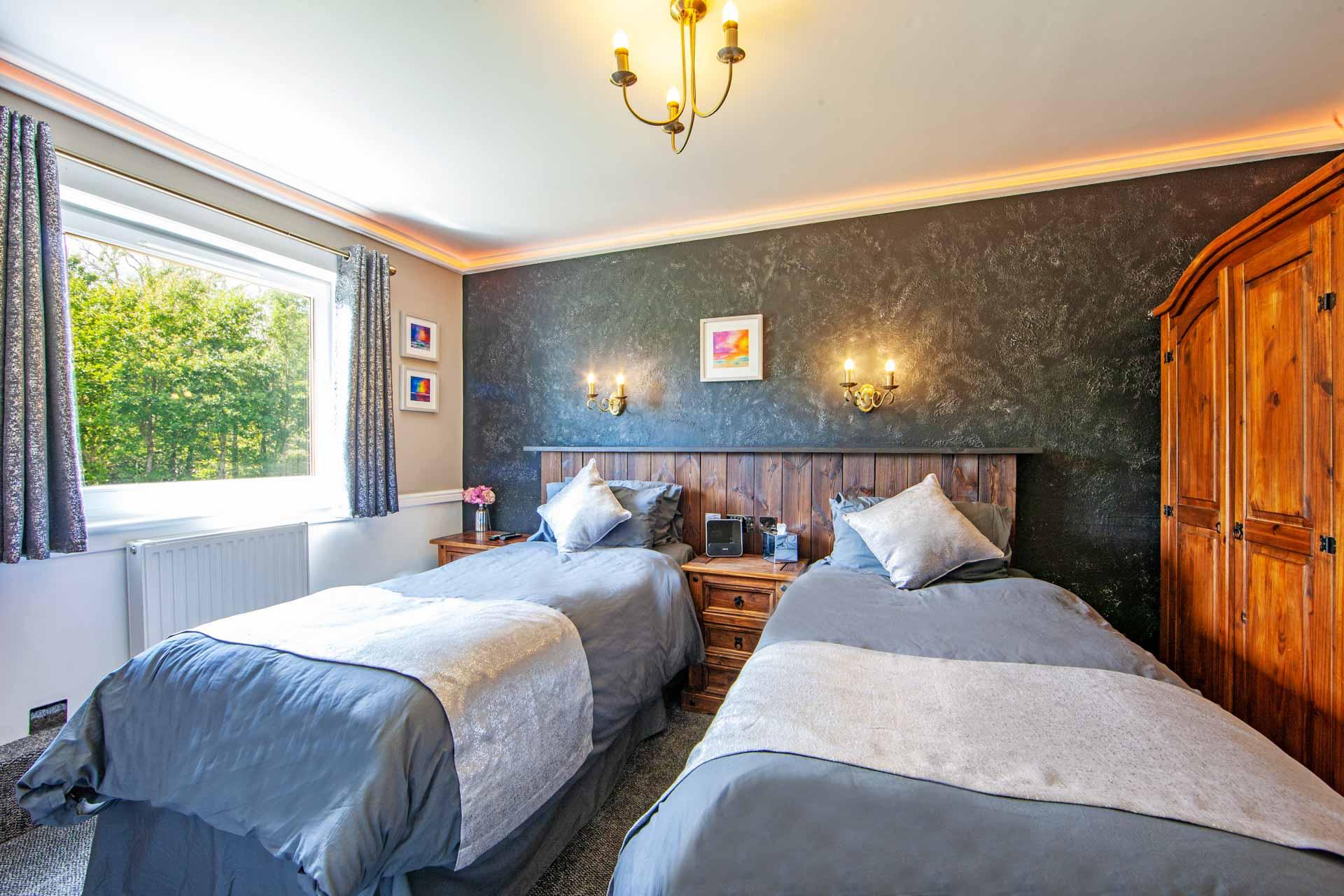 web-1Z6E9378 Twin Bedroom