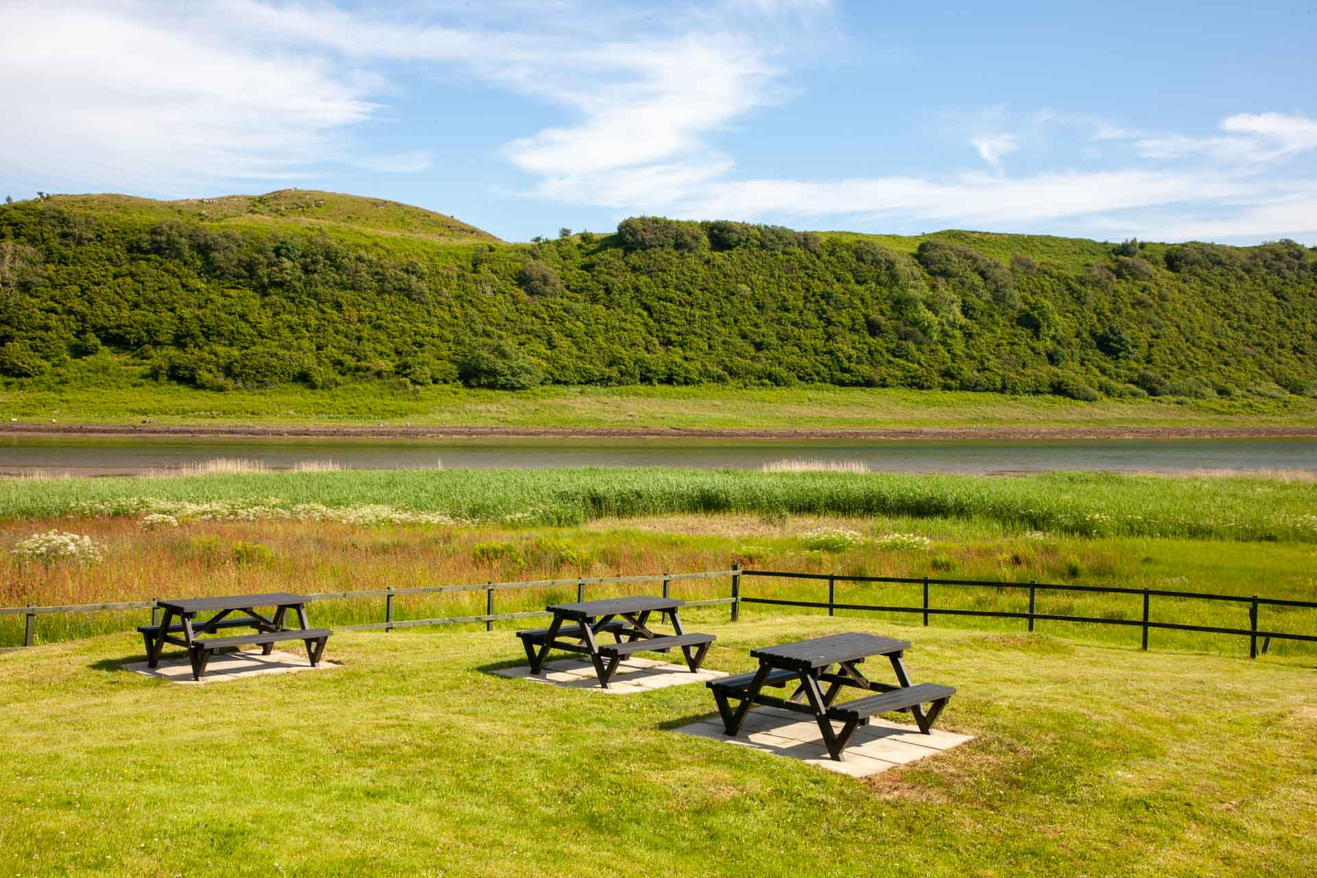 web-1Z6E9638 picnic tables near loch